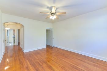 4020 Calvert St NW 1-2 Beds Apartment for Rent Photo Gallery 1