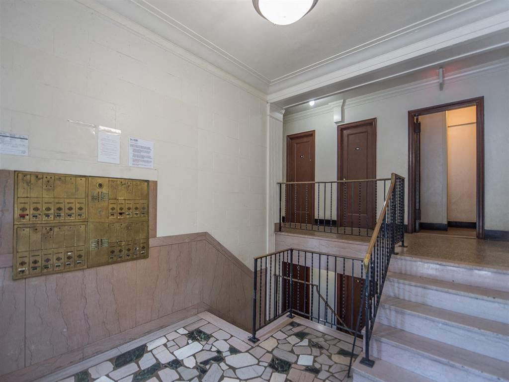 6100-14th-Street-Lobby-and-Mailboxes