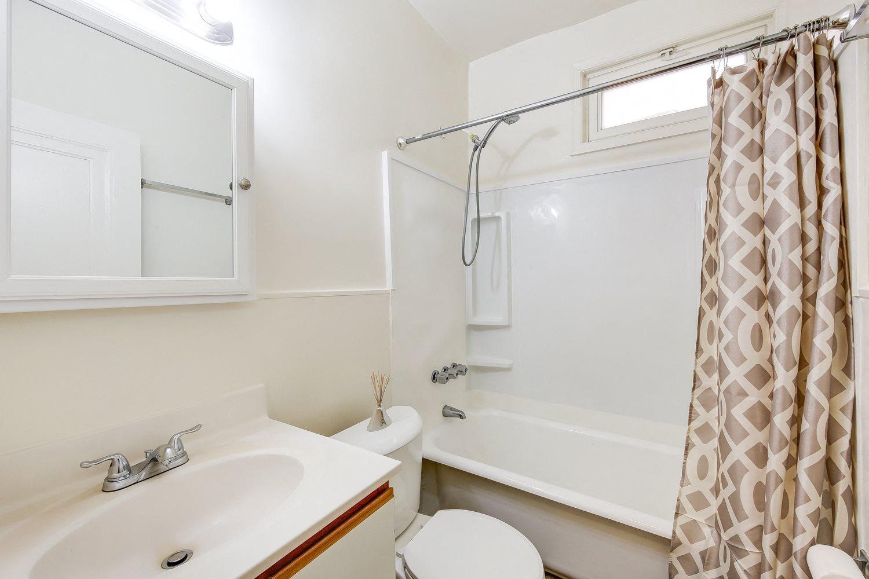 3213-Wisconsin-Avenue-Bathroom