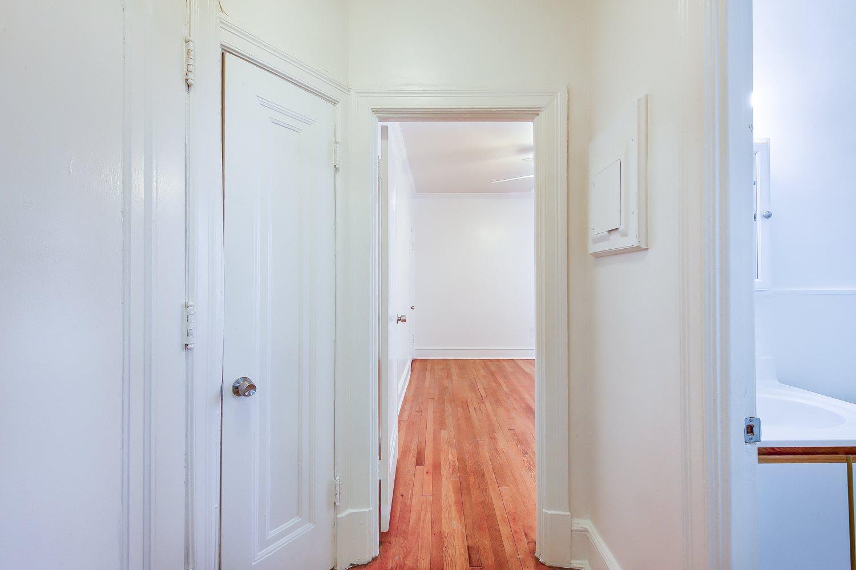 3213-Wisconsin-Avenue-Hallway