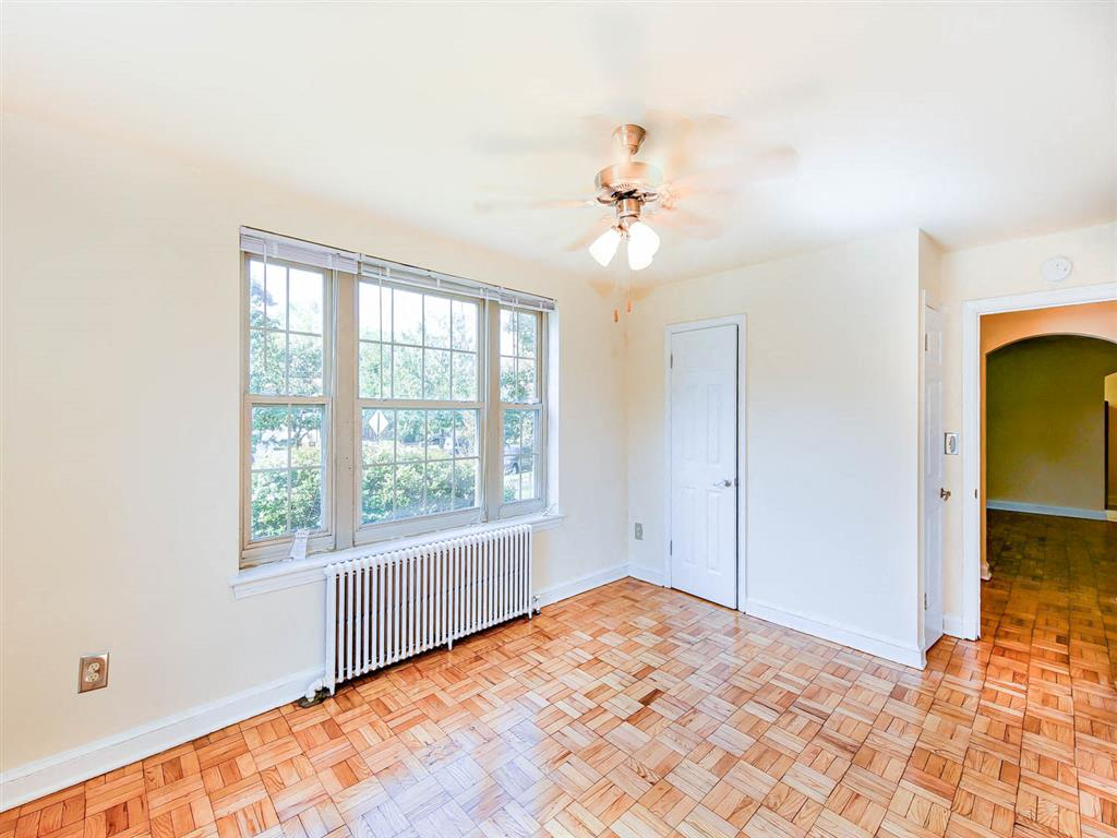 Randle-Circle-Bedroom-Windows-and-Ceiling-Fan