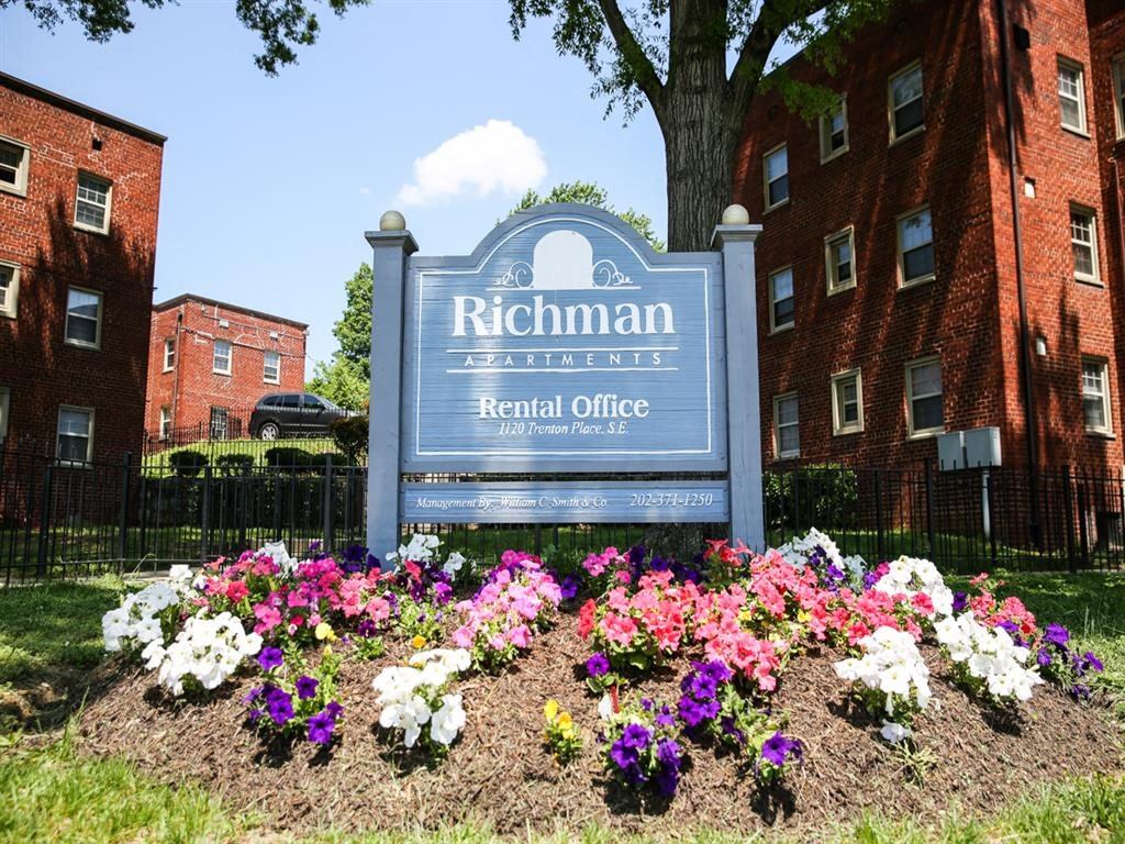 Richman-Apartments-Monument-Sign