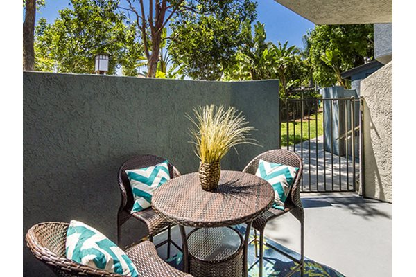 Outside Relaxing Area, at Waterleaf Apartment Homes, 333 North Emerald Drive
