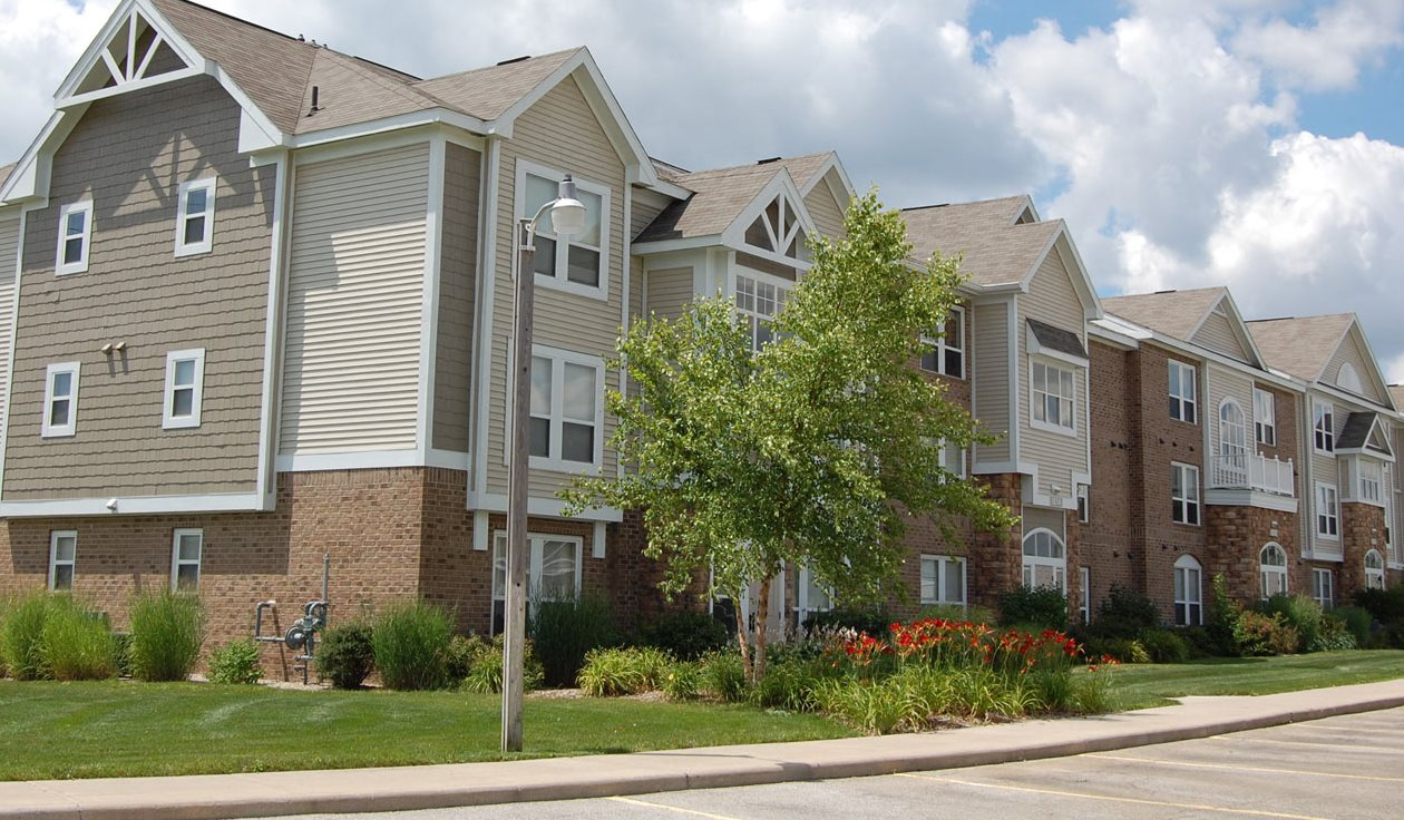 Quality Constructed Apartment Building at Autumn Lakes Apartments and Townhomes in Mishawaka, Indiana 46544
