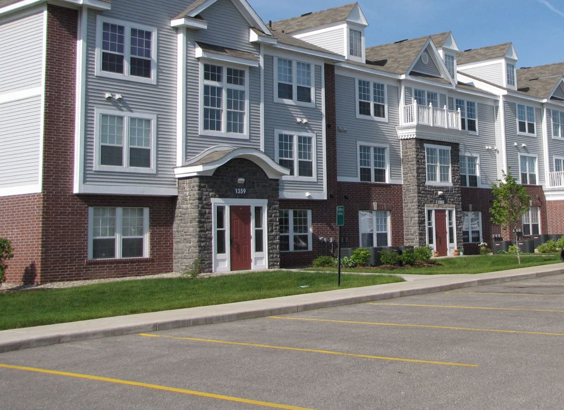 Apartment Exterior with Brick Accents at Autumn Lakes Apartments and Townhomes, Mishawaka, IN, 46544