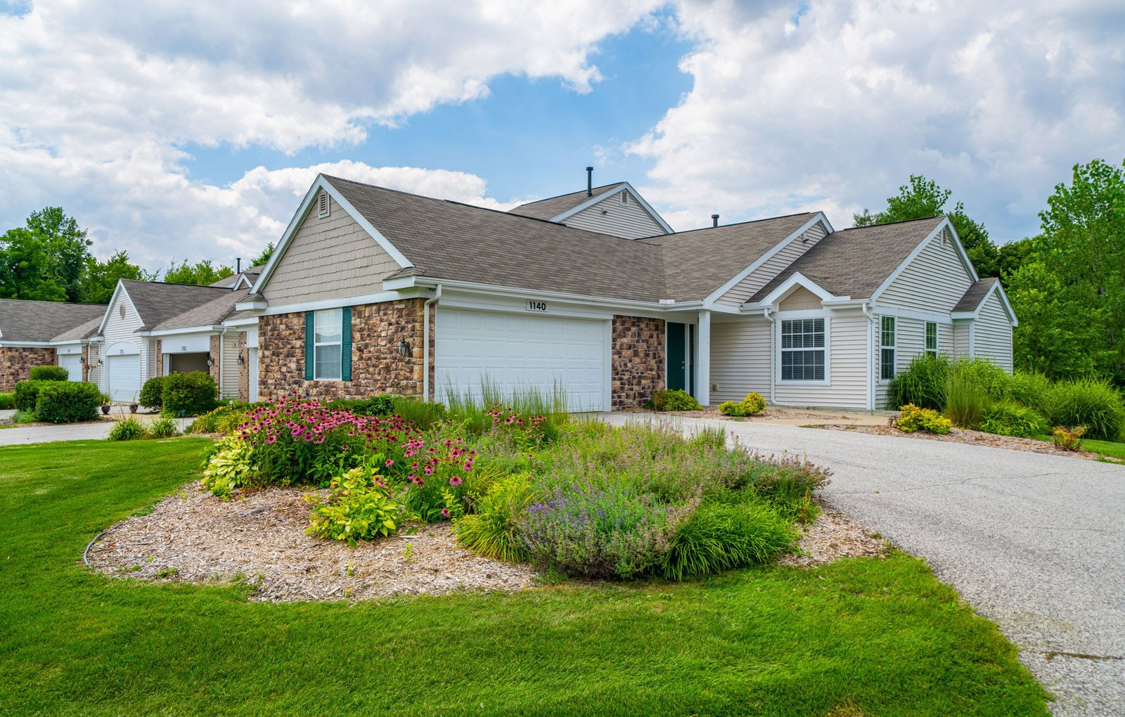 Exquisite Exterior at Autumn Lakes Apartments and Townhomes, Mishawaka, 46544