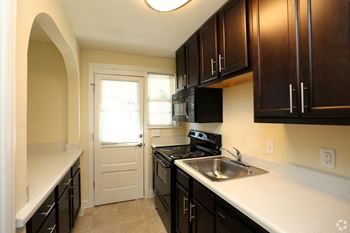 3943 Chamberlayne Ave 1-3 Beds Apartment for Rent Photo Gallery 1