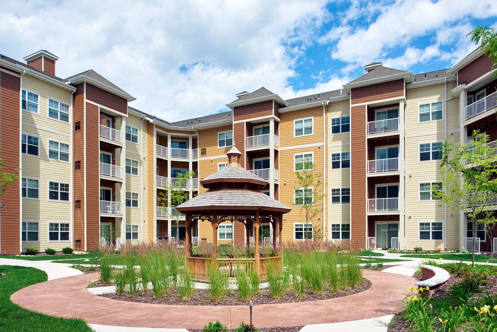Courtyard at Skye at Arbor Lakes Apartments in Maple Grove, MN
