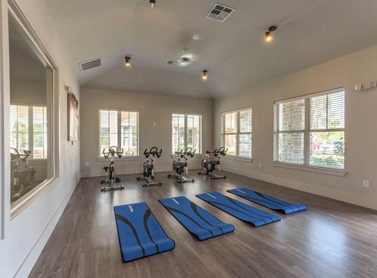apartments in louisville with gym