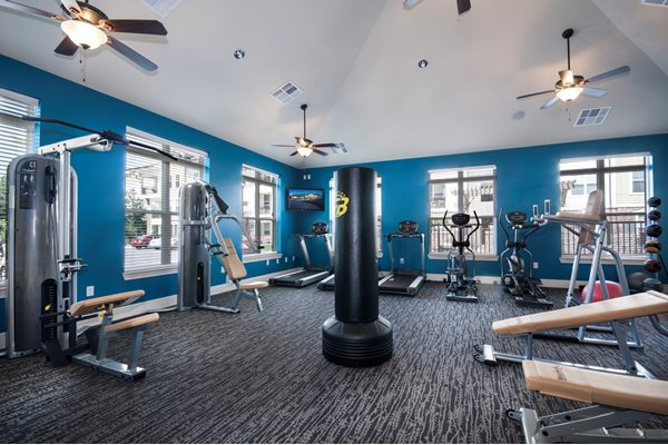 east louisville apartments with gym