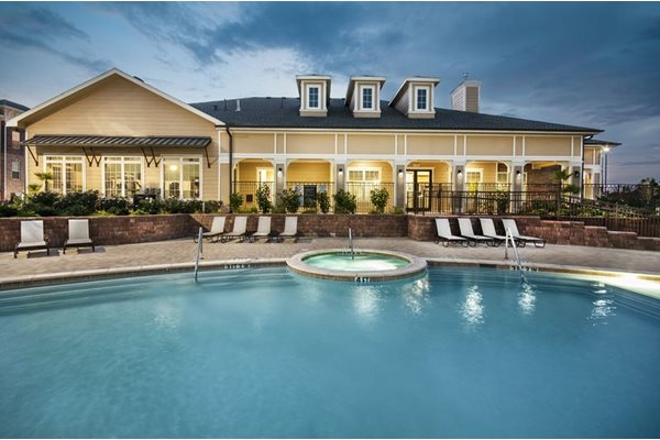 apartments in east louisville with pool