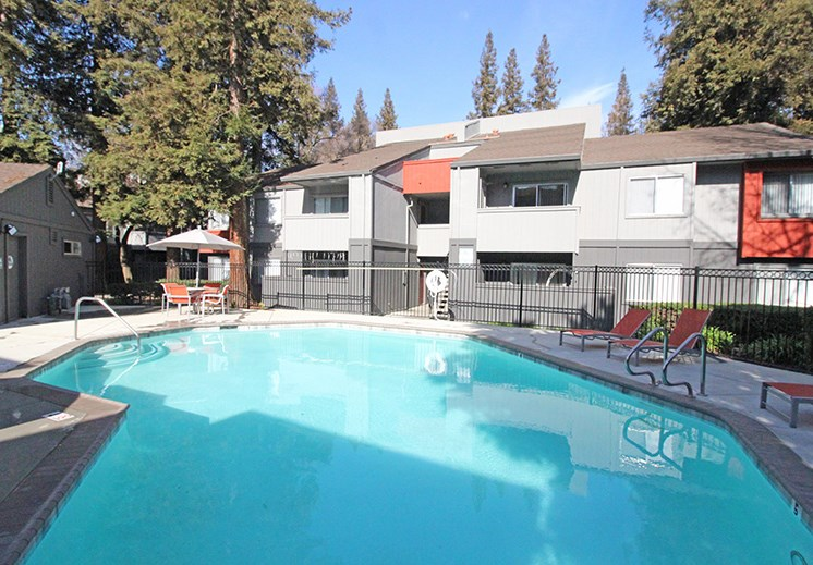 Apartments in Sacramento, CA - The Vue Apartments Pool
