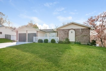 345 Beaver Lake Dr 4 Beds House for Rent Photo Gallery 1