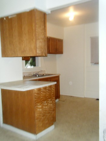 246 Gordon Dr. 3 Beds House for Rent Photo Gallery 1