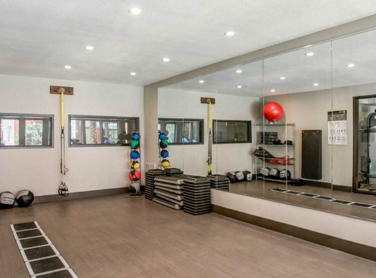 gym downtown san antonio apartments