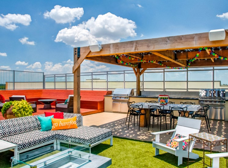 rooftop lounge downtown san antonio apartments