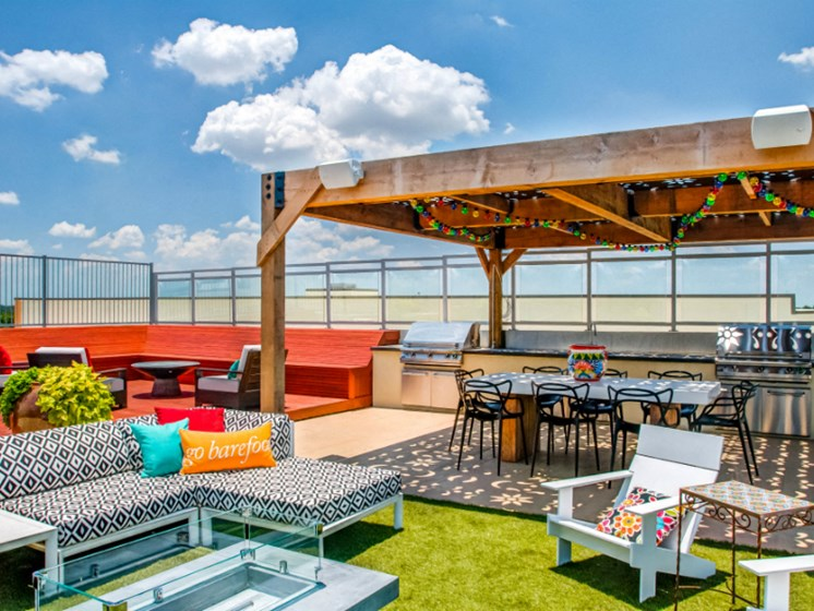 rooftop lounge downtown san antonio apartments