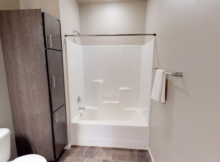 shower, linen closet, moorhead apartment
