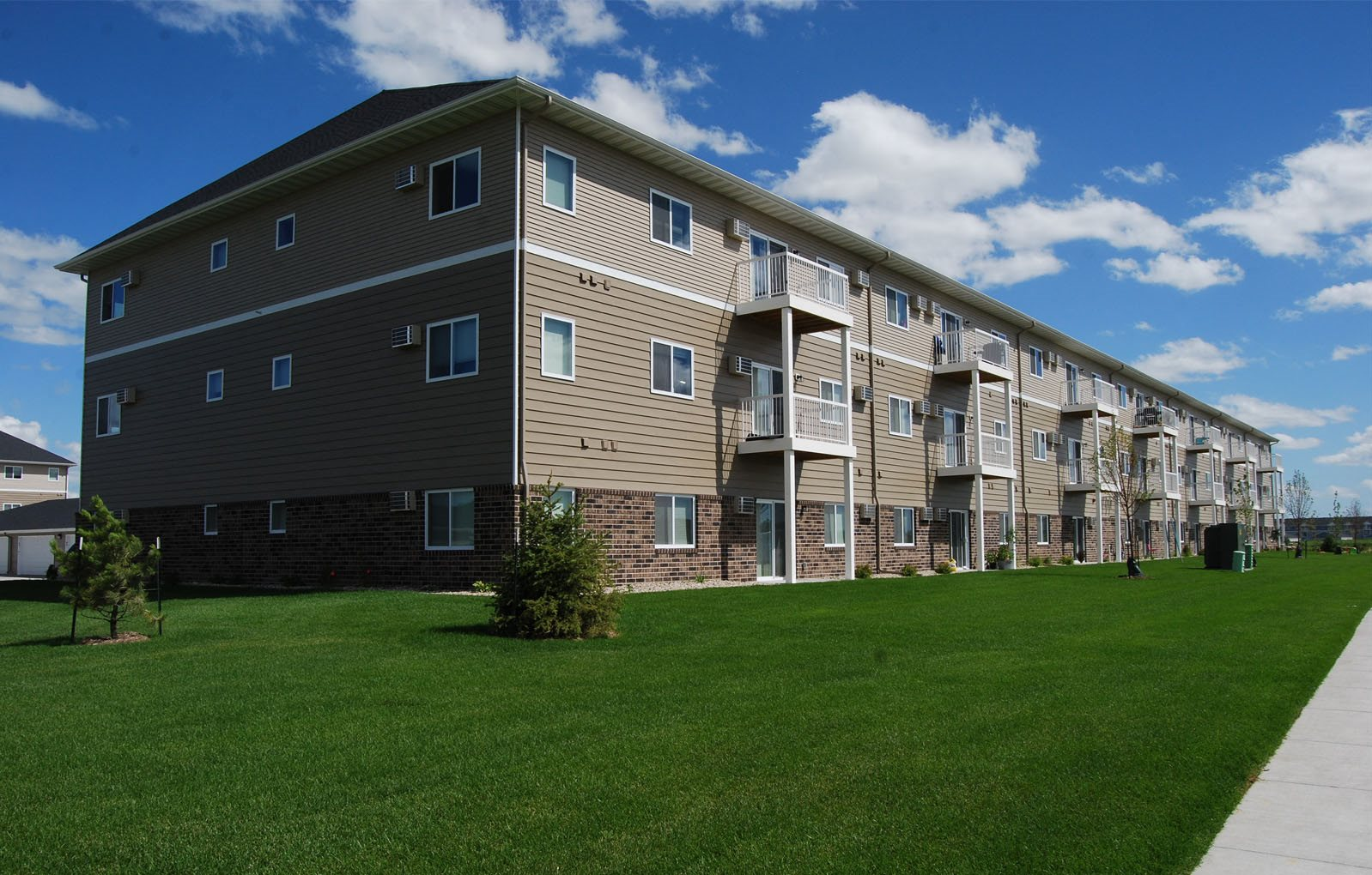 exterior, summit ridge apartments, moorhead