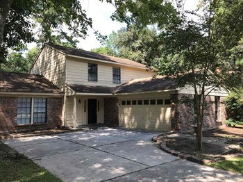 7 Spicebush Court 4 Beds House for Rent Photo Gallery 1