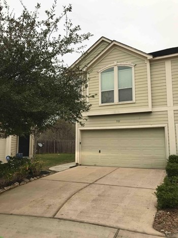 703 Hallsleigh Lane 3 Beds House for Rent Photo Gallery 1