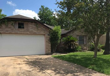 15706 Wildwood Lake Drive 3 Beds House for Rent Photo Gallery 1