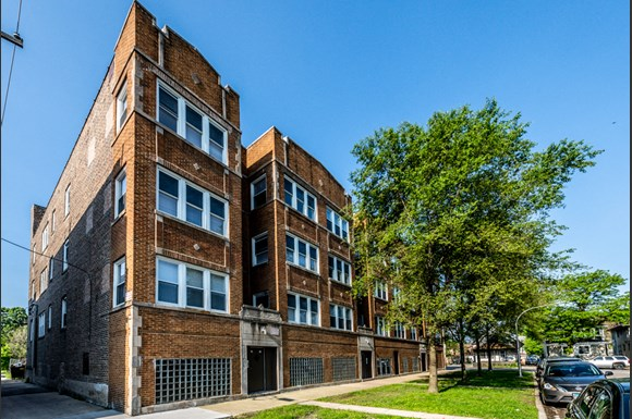 Exterior 109 N Laramie Ave Apartments Chicago