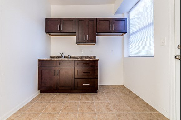 South Austin Apartments for rent in Chicago | 5201 W Washington Blvd Kitchen
