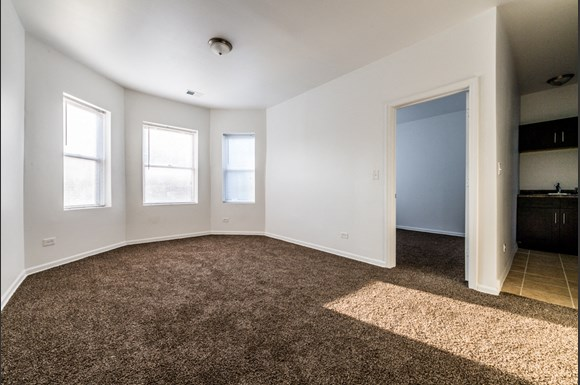 South Austin Apartments for rent in Chicago | 5201 W Washington Blvd Living Room
