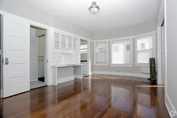 527 East First Street Studio Apartment for Rent Photo Gallery 1