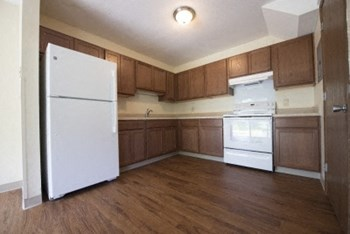 7710 Whitney Drive 1-2 Beds Townhouse for Rent Photo Gallery 1