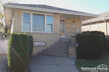 2943 W 81st Street 4 Beds House for Rent Photo Gallery 1