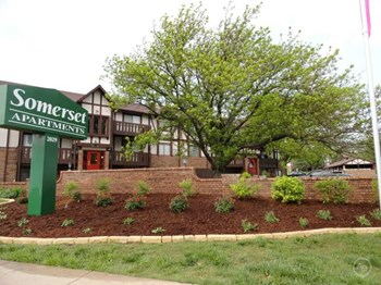 2029 N. Woodlawn 1-2 Beds Apartment for Rent Photo Gallery 1