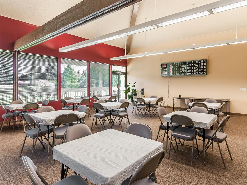 Spacious Dining Area at Summerfield, Tigard