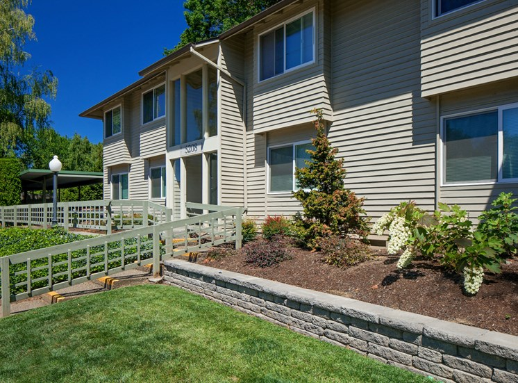 Convenient Mid-Rise Living at Garden Park, Portland, OR