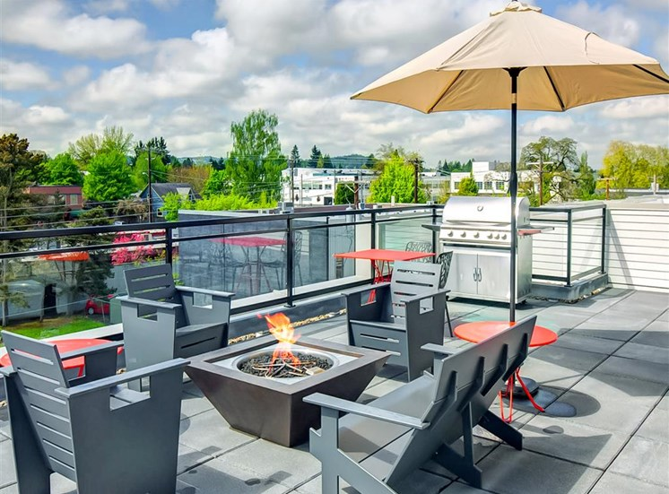 Rooftop Deck with Fire Pit at The Rise Old Town, Beaverton,Oregon