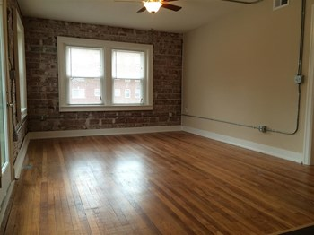 1215 Brush Creek 1 Bed Apartment for Rent Photo Gallery 1