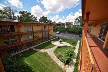 3926-3934 Warwick 1-2 Beds Apartment for Rent Photo Gallery 1