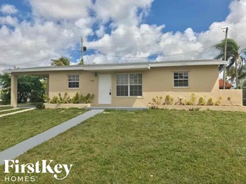 11735 SW 185 St 3 Beds House for Rent Photo Gallery 1