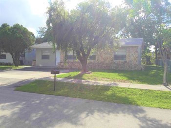 2030 NW 28 Avenue 3 Beds House for Rent Photo Gallery 1