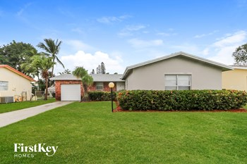9749 Sandalfoot Blvd 3 Beds House for Rent Photo Gallery 1