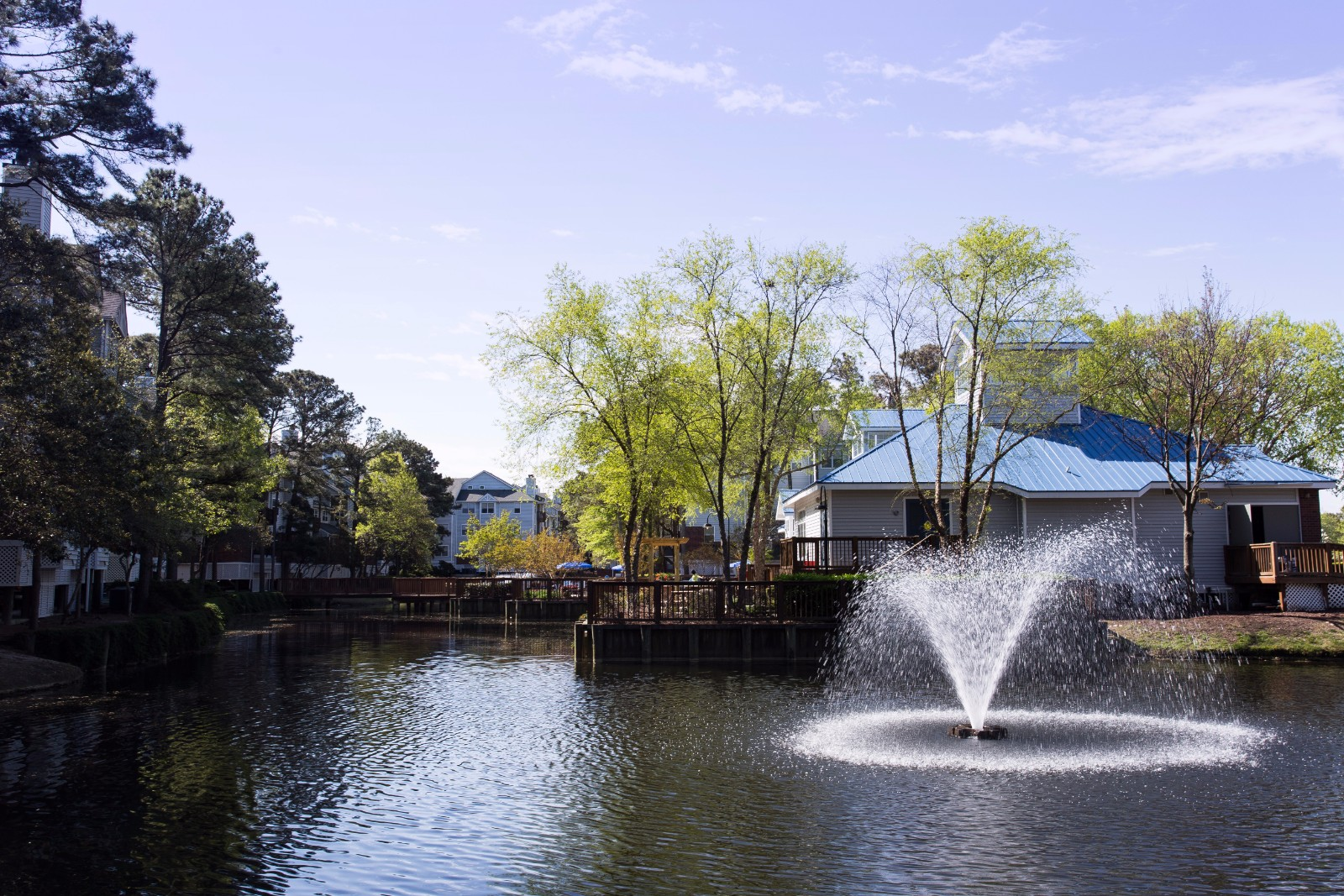 Beautiful Fountain Lake at Marina Shores Apartment Homes, Virginia, 23451