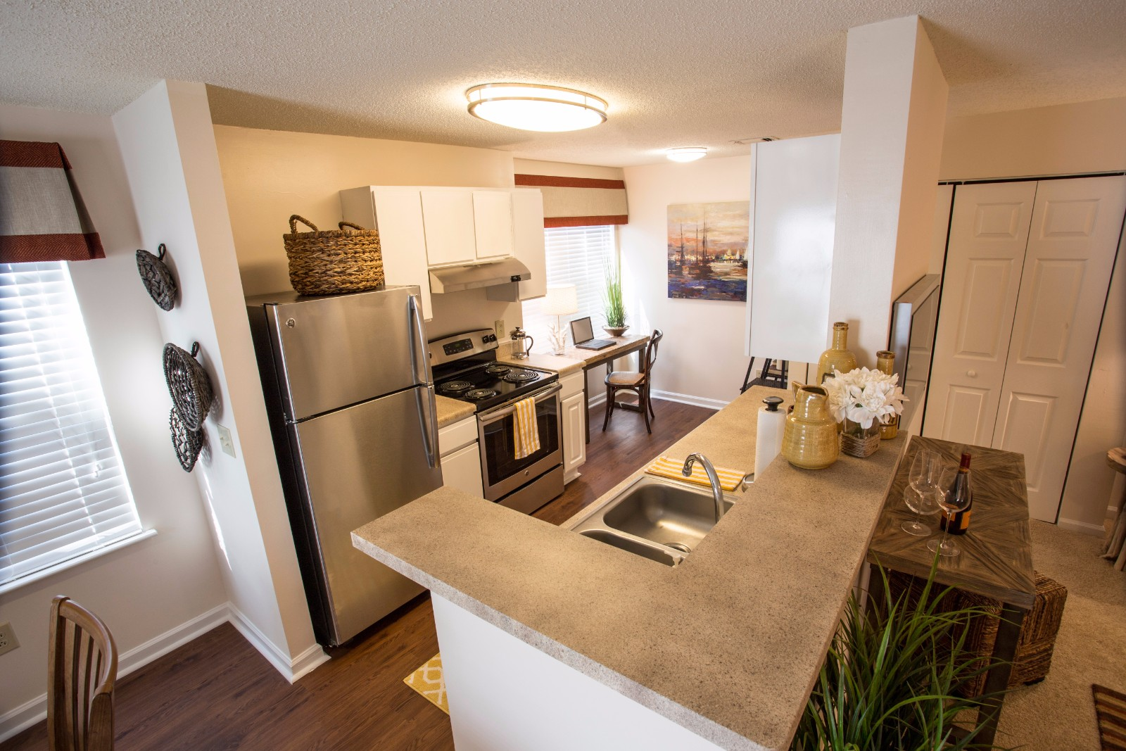 Eat In Kitchens at Marina Shores Apartment Homes, Virginia Beach, VA