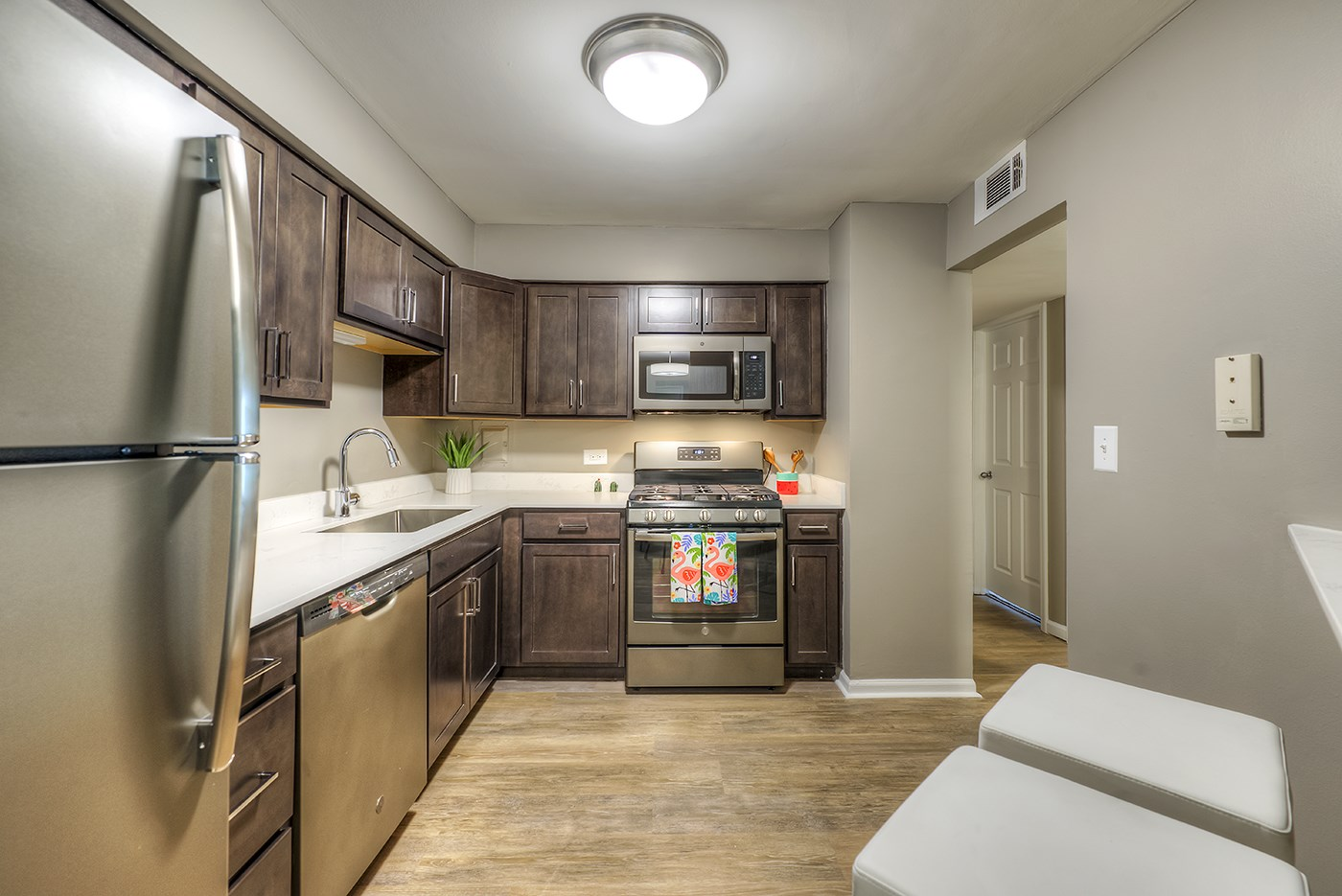 Fully Equipped Kitchen with Modern Appliances, at Carol Stream CrossILg, Carol Stream, IL 60188