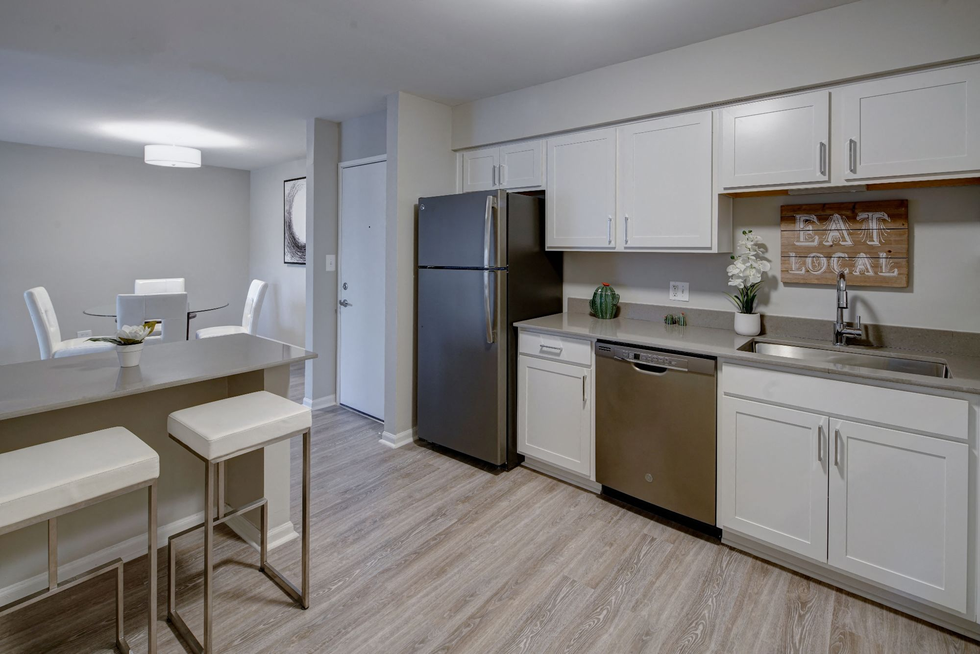 Efficient Appliances In Kitchen at Carol Stream Crossing, Illinois, 60188