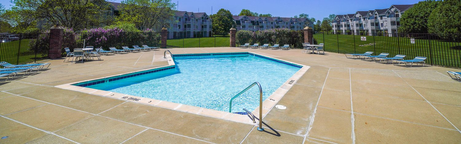 Lounge Swimming Pool with Cabana at Gull Prairie/Gull Run Apartments and Townhomes, Kalamazoo