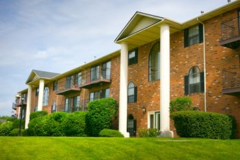 2100 Georgetown Parkway 1-2 Beds Apartment for Rent Photo Gallery 1
