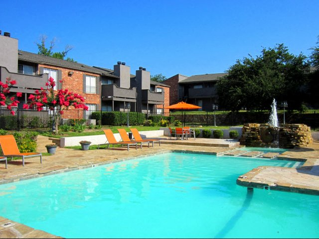 Merveilleux Princeton Club Apartments Longview TX Pool And Fountain