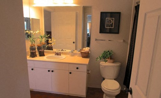 Stoneleigh on May Shared Bathroom