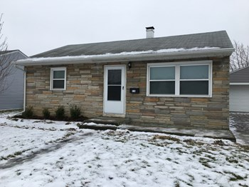 114 Diana Ln N 2 Beds House for Rent Photo Gallery 1